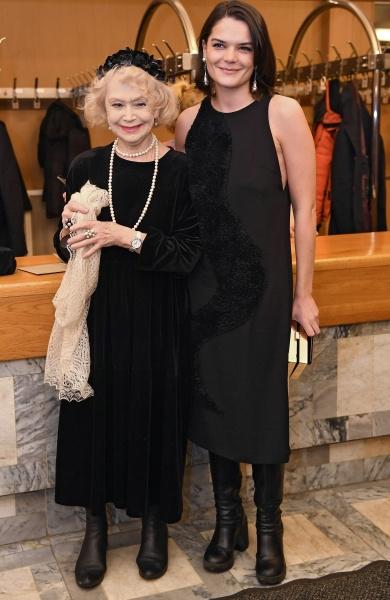 Светлана Немоляева с внучкой