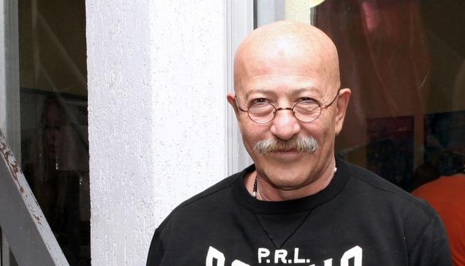 Александр Розенбаум находится в тяжелом состоянии после операции