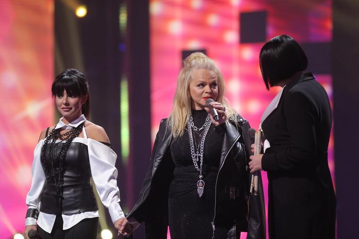 В первом выпуске шоу Юлия пела с Ларисой Долиной