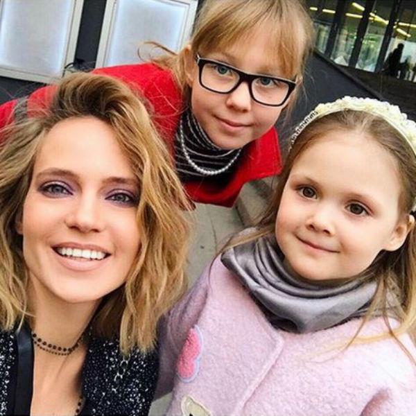 Певица с дочерьми Лидой и Верой