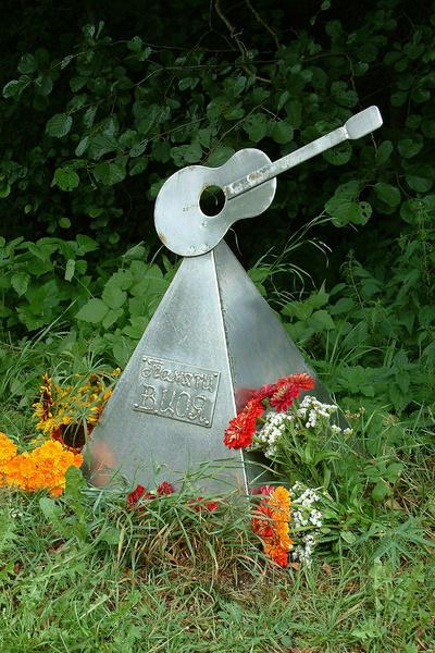 Водитель «Икаруса» ежегодно посещает место гибели Цоя ночью, когда его покидают фанаты