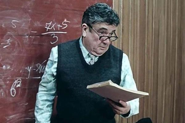 Евгений Весник в роли учителя в «Приключениях Электроника»