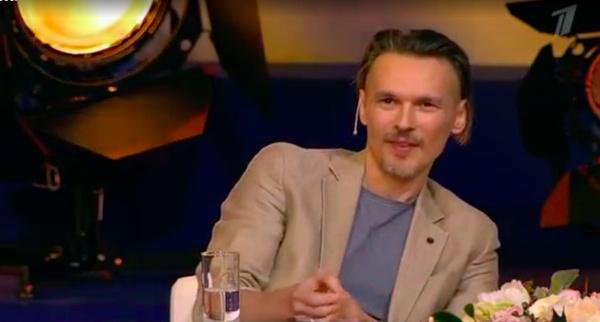 С бородой и бритыми висками: постаревший Влад Сташевский удивил поклонниц