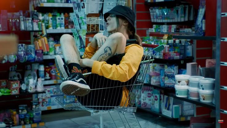 Кадр из клипа на песню Dzen