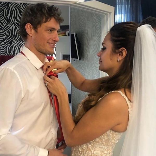 Влюбленные поженились чуть больше года назад