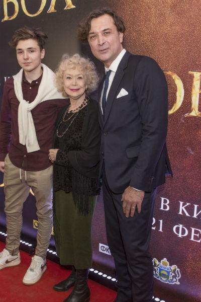 Светлана Немоляева с внуком Сергеем и сыном Александром