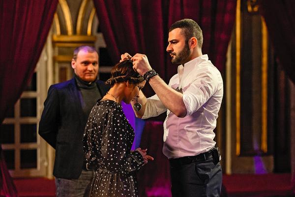 Сергей ведет еще одно шоу, посвященное магии, — «Школу экстрасенсов»