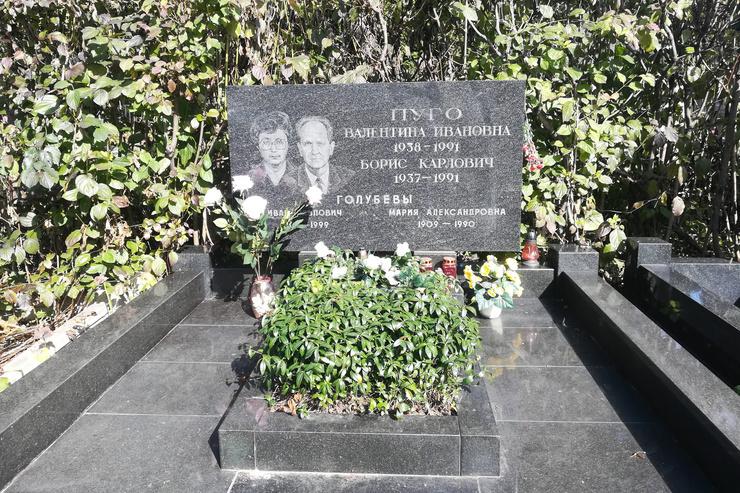 Суицид Бориса Пуго и его жены, рак Янаева и отставка Ельцина. Судьбы участников августовского путча