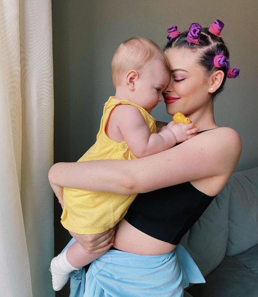 Натали воспитывает маленькую дочь от Александра