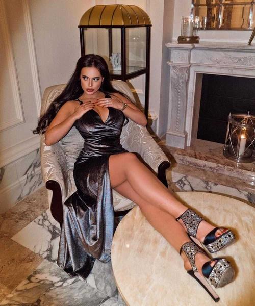 Экс-возлюбленный Евгении Феофилактовой нашел себе пышногрудую модель и открывает ей бизнес в Дубае
