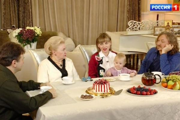 Игорь Николаев с семьей