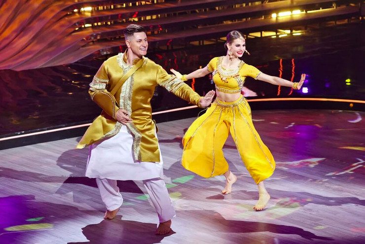 Дава второй раз танцевал с повязкой