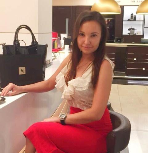 Последние кадры еще живой дочери Конкина: женщина пришла в спортклуб с бутылкой вина