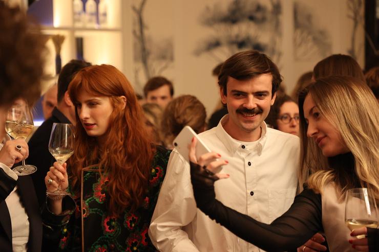 Антон Лапенко и Муся Тотибадзе долгое время скрывали свои отношения, но теперь наконец-то вместе позируют на публичных мероприятиях
