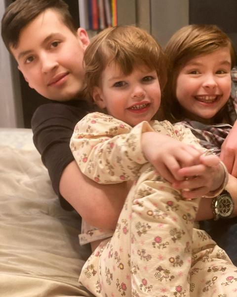 Журналист воспитывает троих детей