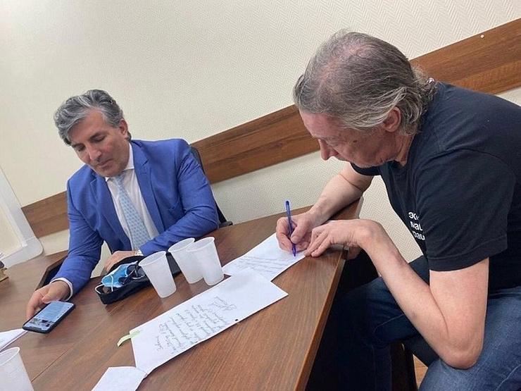 Защитник Ефремова Пашаев намерен доказать невиновность актера