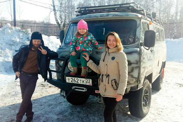 Павел, Мария и их старшая дочь Кира не планируют уезжать из заброшенного села