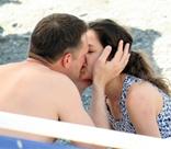 Владимира Вдовиченкова и Елену Лядову страсть захватила прямо на пляже