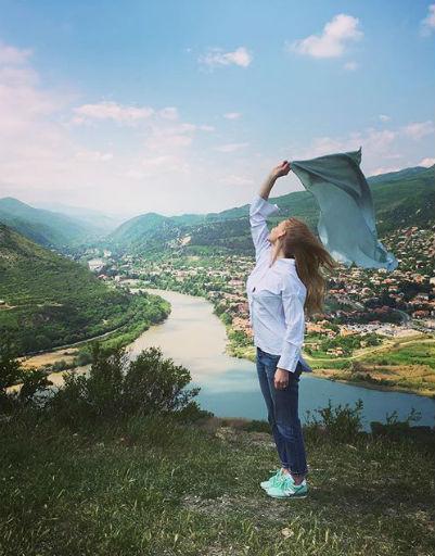 Светлана Ходченкова на месте слияния Курвы и Арагвы