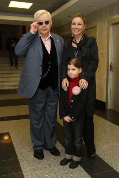 Олег Табаков с женой Мариной Зудиной и дочерью Машей