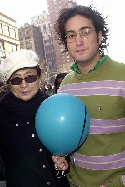 Йоко Оно искренне переживала, что если Чепмен выйдет из тюрьмы, то совершит покушение на нее или сына Леннона Шона