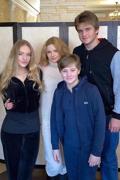Вторая жена Пескова с детьми