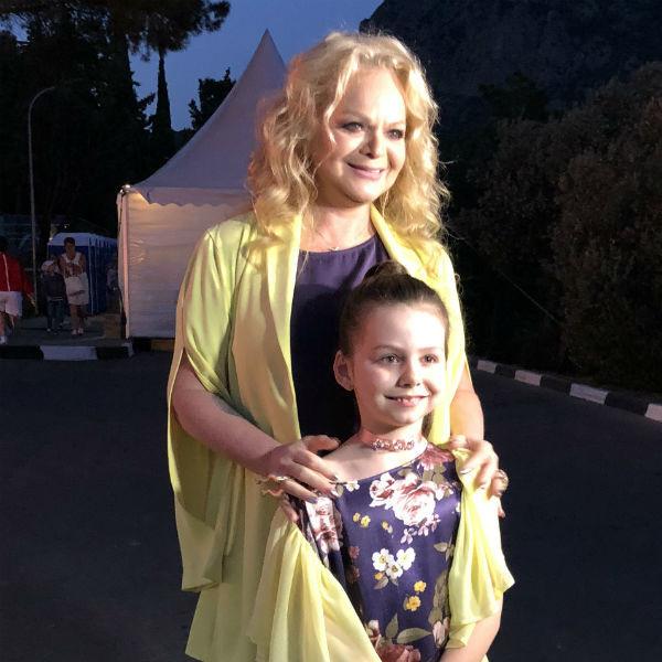 Лариса Долина и ее внучка Саша