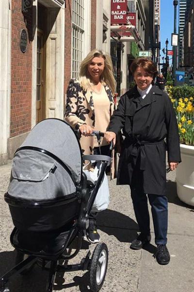Марина и Валентин Юдашкины с внуком