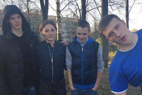 Редкие архивные фото Насти Ивлеевой из социальных сетей ее брата