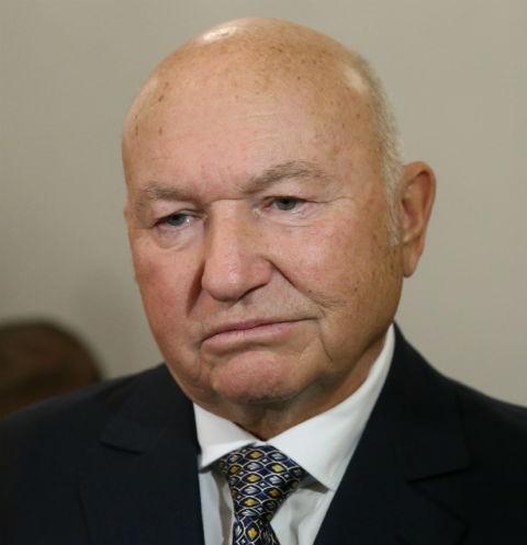Юрий Лужков покидает страну после госпитализации