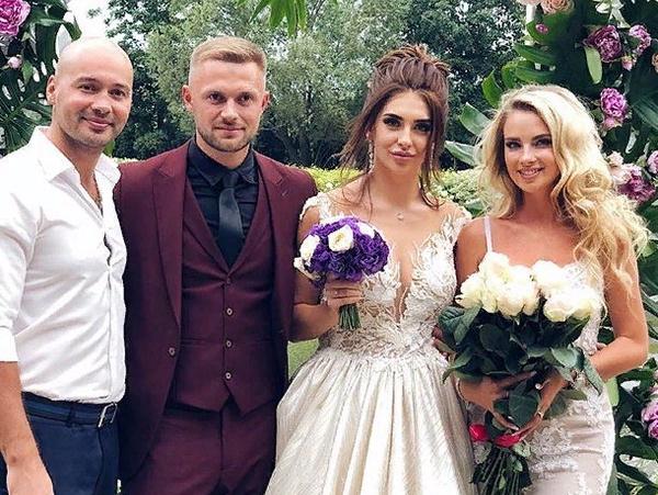 Черкасов и Ослина поздравили молодых супругов