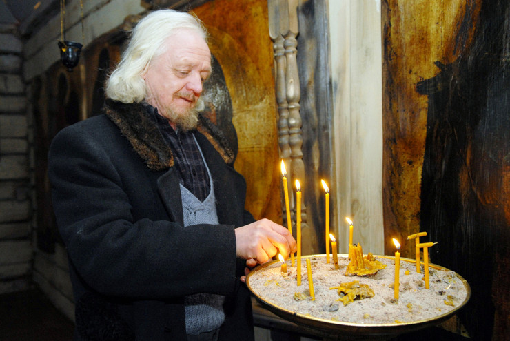 Забытый всеми Виктор Перевалов искал утешение в вере