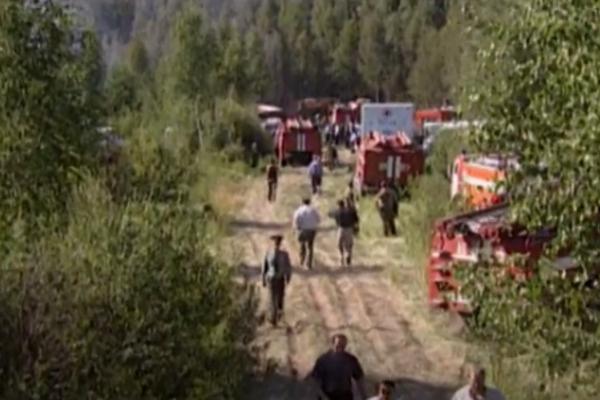 На месте трагедии работали десятки спасателей