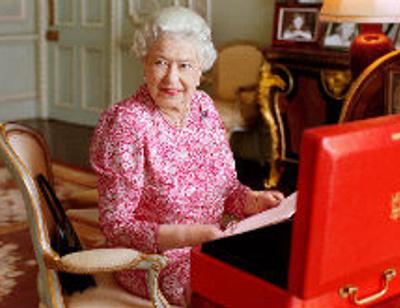Елизавета II может отречься от престола в годовщину смерти Дианы