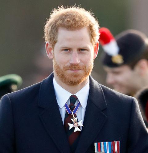 «Мы надеялись продолжить служить королеве»: принц Гарри расстроен решением бабушки