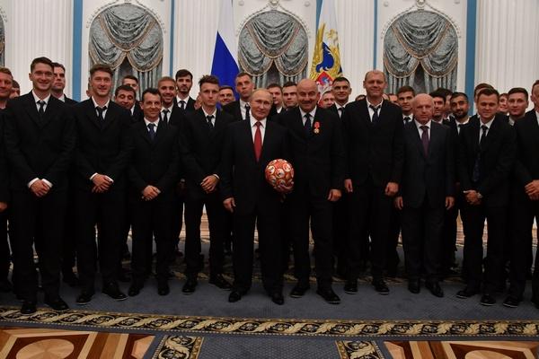Сборная России по футболу с Владимиром Путиным