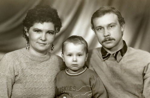 Родители Максима развелись, когда ему было 12 лет
