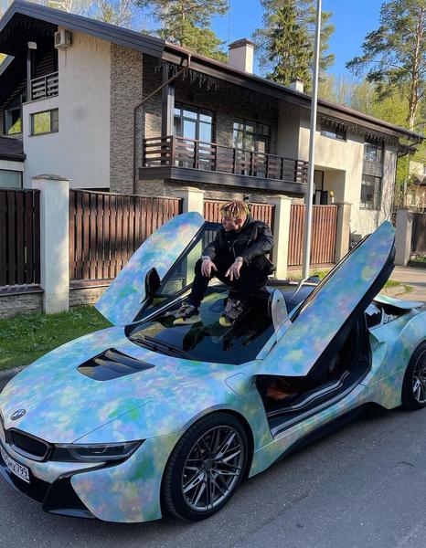 Элджей любит шикарные автомобили