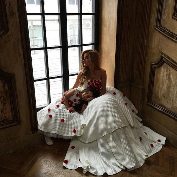 Новости: Ксения Бородина примеряет белое платье – фото №4