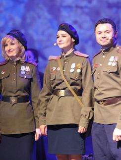 Ольга Прокофьева, Глафира Тарханова и Андрей Носков в спектакле «Письма с фронта»