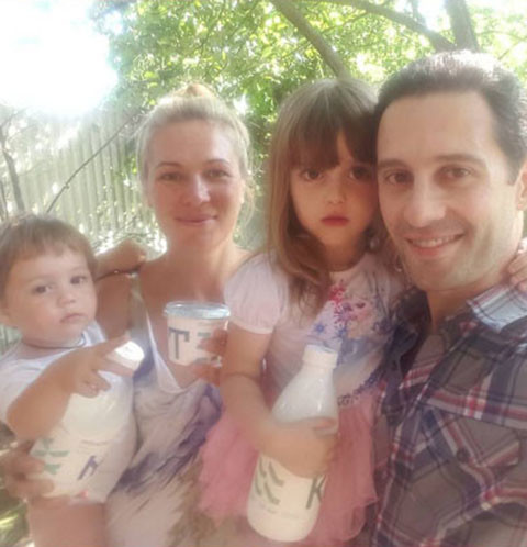 Антон и Виктория Макарские с детьми Машей и Ваней