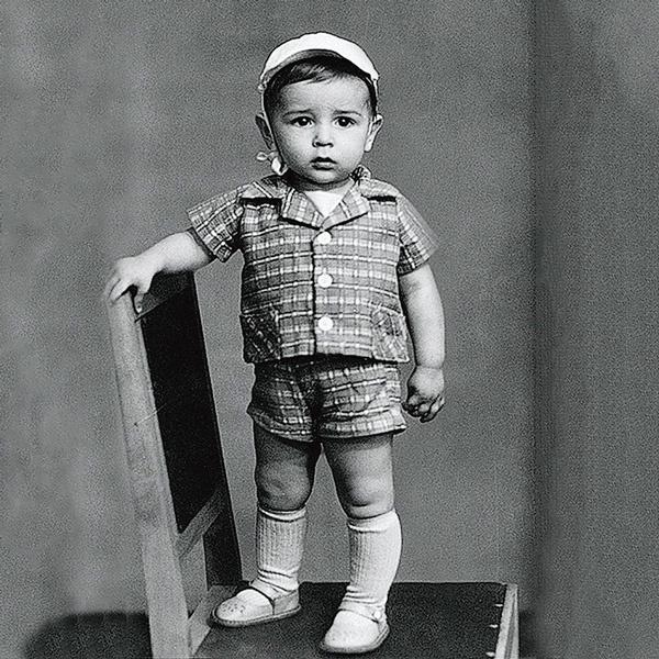 Вадим Казаченко родился 13 июля 1963 года в Полтаве в семье детских стоматологов