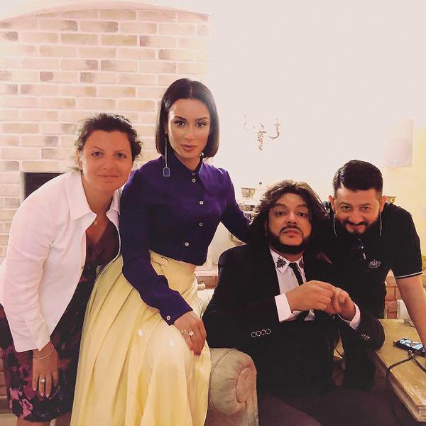Тина всегда в центре внимания. На фото – с Маргаритой Симоньян, Филиппом Киркоровым и Михаилом Галустяном
