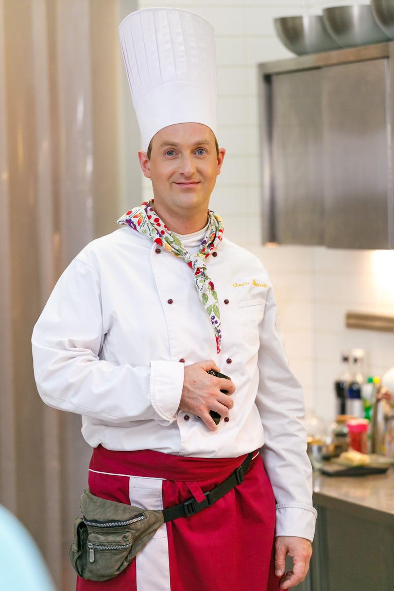 Актеры также проходили кулинарные курсы, чтобы полностью понимать специфику работы на кухне