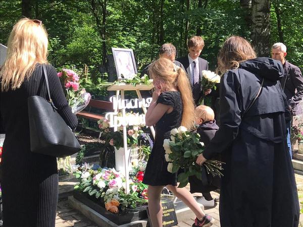В Петербурге прощаются с Настей Тропицель: онлайн-репортаж