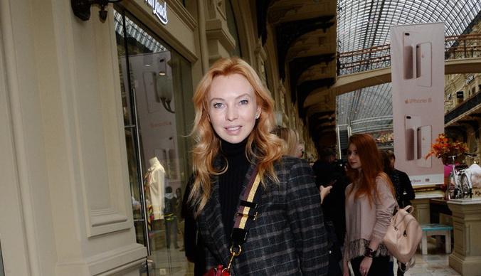 Перенесшая операцию Татьяна Тотьмянина отдыхает в Париже