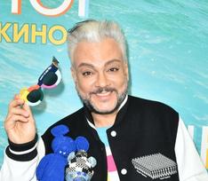 Филипп Киркоров со спутницей и Саша Артемова в пижаме: звезды на премьере «Рашн Юг»