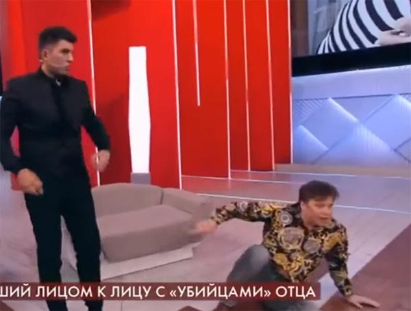 Экс-участник группы «На-На» Валерий Юрин подрался в эфире «Пусть говорят»