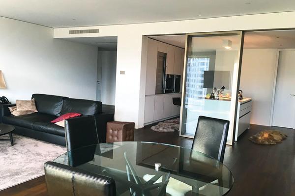 Апартаменты, которые арендовали супруги, оформлены в современном стиле