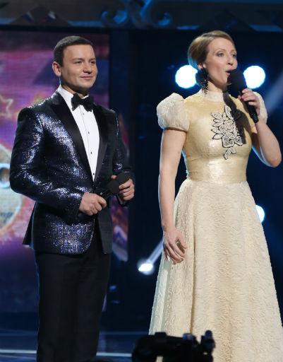Ведущие фестиваля Александр Олешко и Яна Чурикова